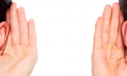 Fakty i mity o czyszczeniu uszu. Poznaj je